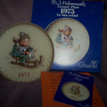 Goebel Vintage Hummel Plate 1975